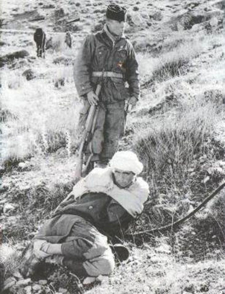 Argelino capturado por soldado francês