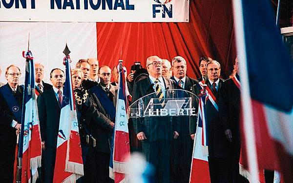 Jean-Marie Le Pen em um comício do FN, em 1998.