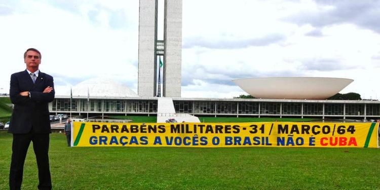 Bolsonaro parabenizando a ditadura